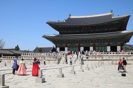 gyeongbok palace tempat yang harus didatangi saat ke korea