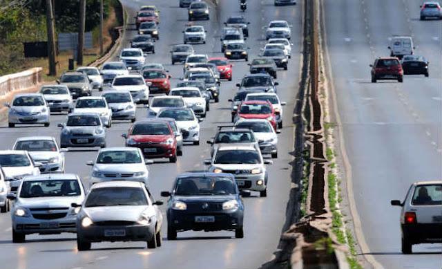 Lei: Uso do farol baixo em rodovias é obrigatório a partir de hoje