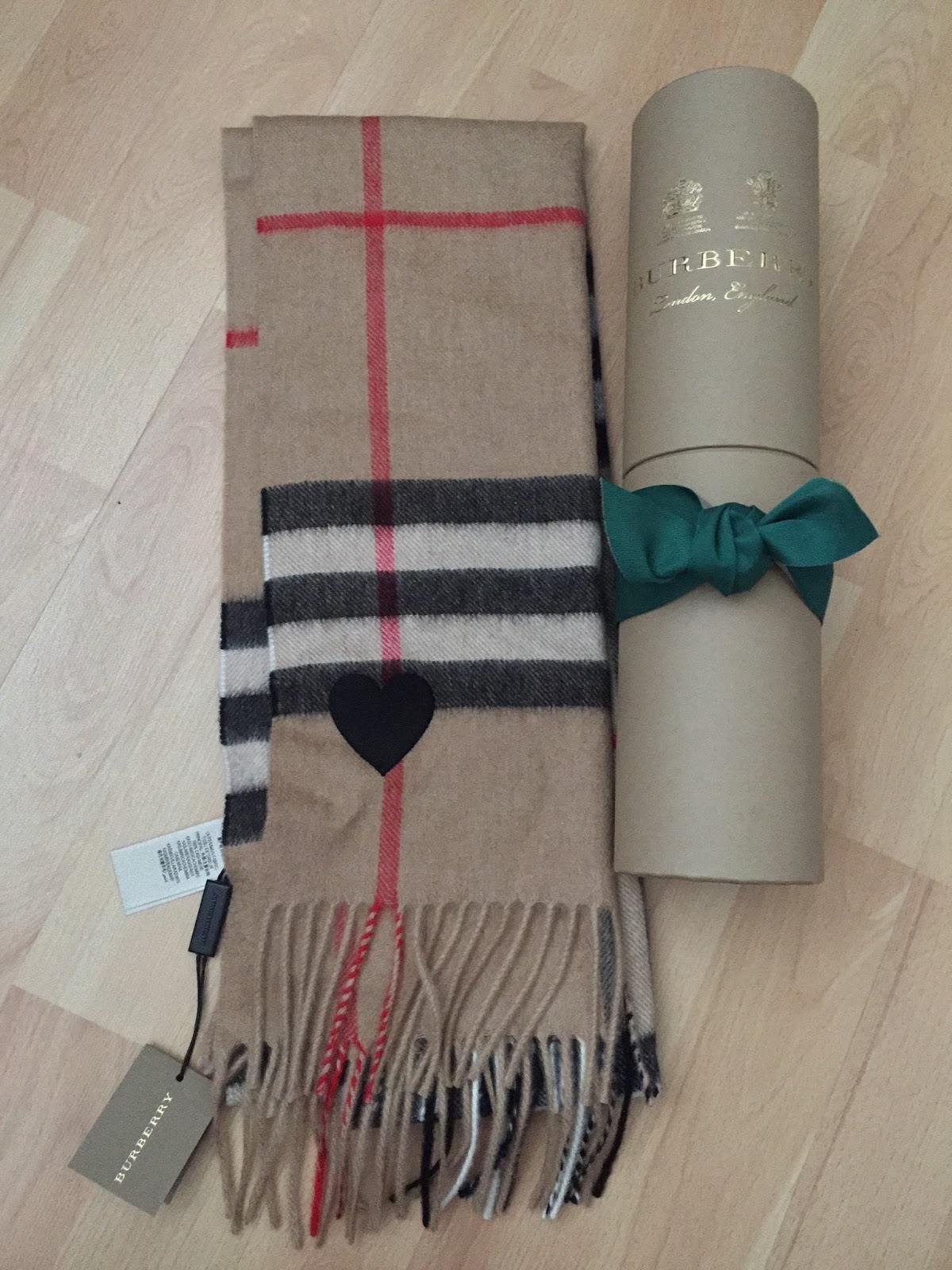 Authentic Burberry Scarf : authentic, burberry, scarf, Itsnina_ox:, Famous, Burberry, Scarf, Recognise, Fake.