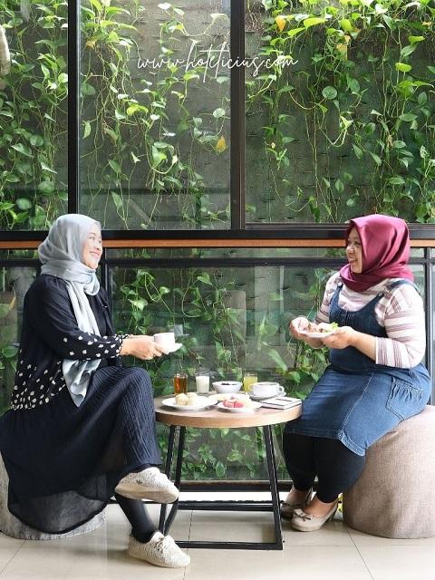 Menikmati Sarapan di Hotel Yellow Star Ambarrukmo Yogyakarta Bersama Sahabat