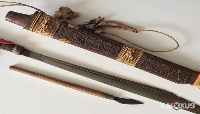 Senjata tradisional Indonesia - Senjata tradisional Kalimantan Timur (Mandau)