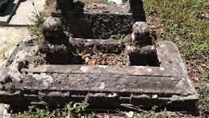 Salahkah Batu Candi di Kuburan ?