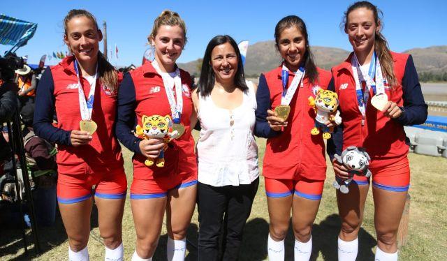 Ministra del Deporte, Pauline Kantor y parte Team Chile de Remo