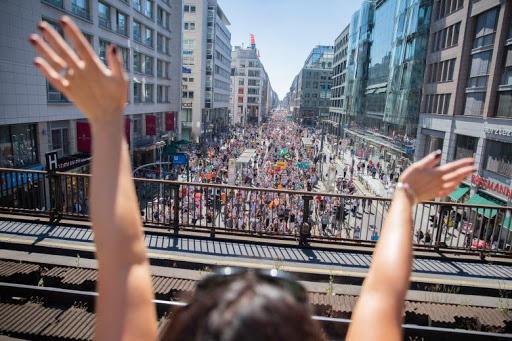 Demonstration-gegen-Corona-Massnahmen-in-Berlin.jpg