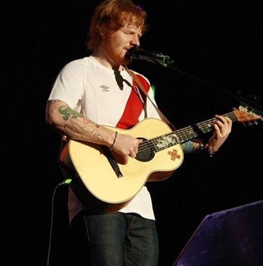 Tradução lírica da canção Ed Sheeran - Photograph (Portuguese Lyrics Translation)