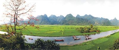 Đường vào di tích Chùa Hương