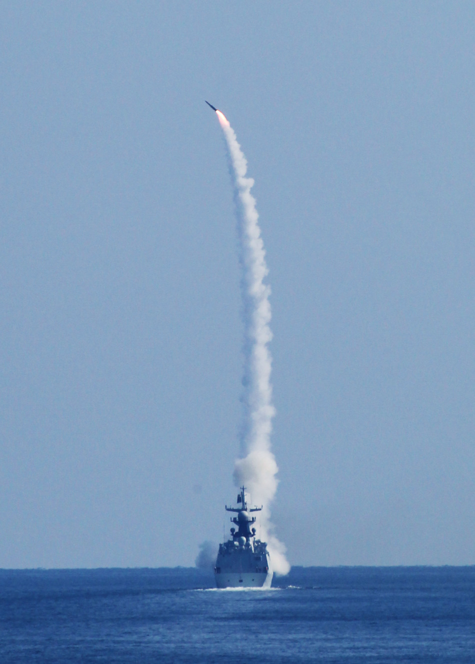 Type+054A+Jiangkai-II+class+frigate+of+the+People%2527s+Liberation+Army+Navy+%2528PLA+Navy%2529+test+fires+HQ-16+surface+to+air+missile+during+an+exercise+%25282%2529.jpg
