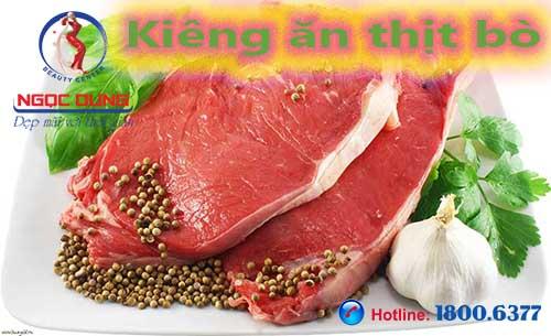 Phun môi kiêng ăn thịt bò