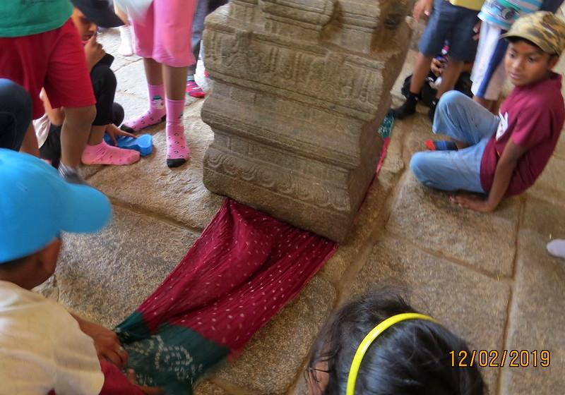 floating pillar, hanging pillar, temple pillar, indian temple pillar, lepakshi temple location, lepakshi temple, lepakshi, hindu temple pillars, who built lepakshi temple, what is lepakshi famous for, veerabhadra temple, pillars of temple,