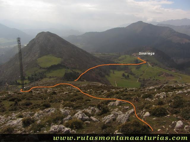Desde el Pico La Miel, bajada a Sinariega
