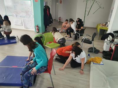 Alumnos practicando transferencias