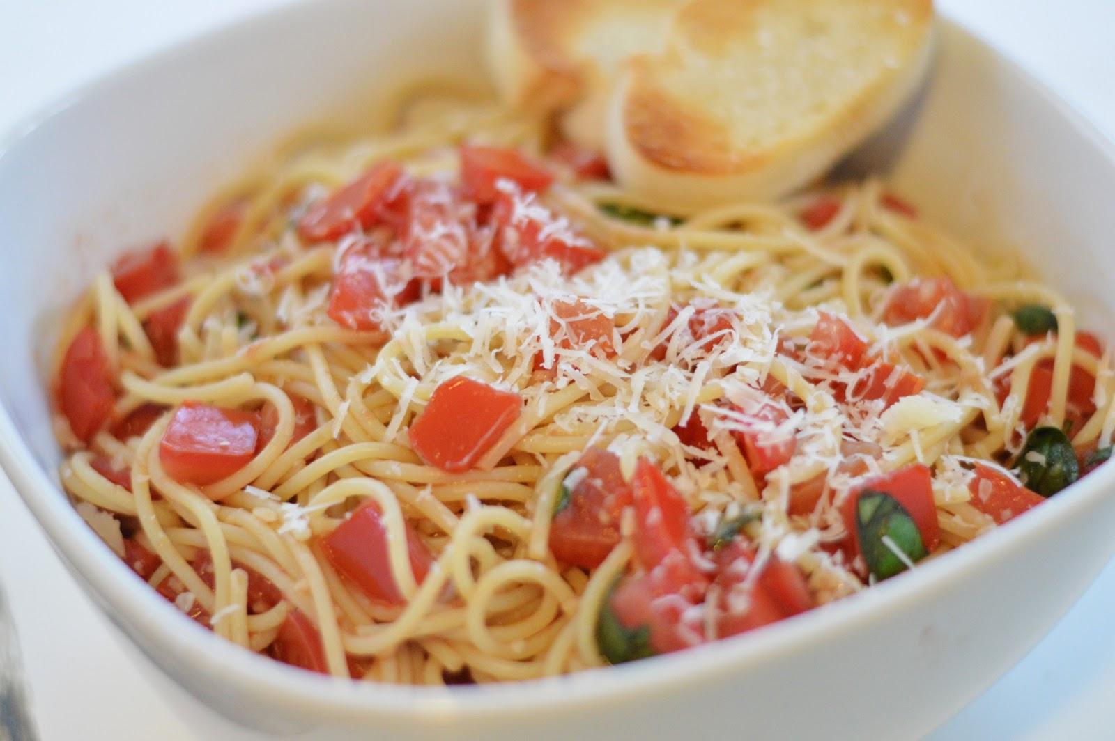 Easy Chicken Bruschetta Pasta   YellowBlissRoad.com   Bruschetta And Spaghetti