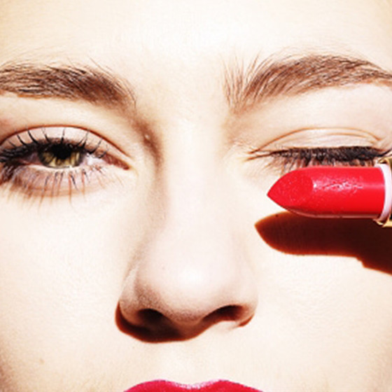 Red lipstick to cover dark circles
