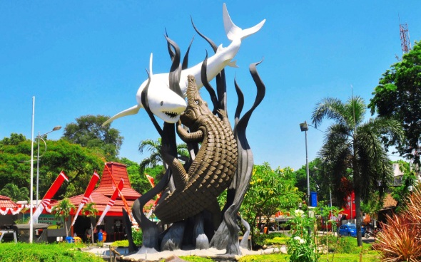 Legenda Surabaya: Kisah Pertarungan Buaya dan Hiu