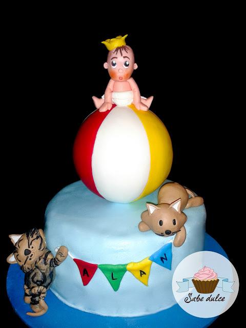 Tarta fondant bebe, pelota y gatos