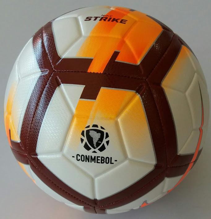 3a17bca661 Com a Bola Futebol Campo Nike CSF Campo Strike você ganha um novo reforço  na sua equipe. Essa bola conta com a tecnologia Nike Aerowtrac