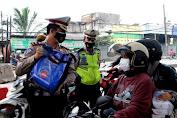 Ajak Masyarakat Jadi Pahlawan di Masa Pandemi, Satlantas Polresta Tangerang Gunakan Action Figure Saat Penegakkan PPKM