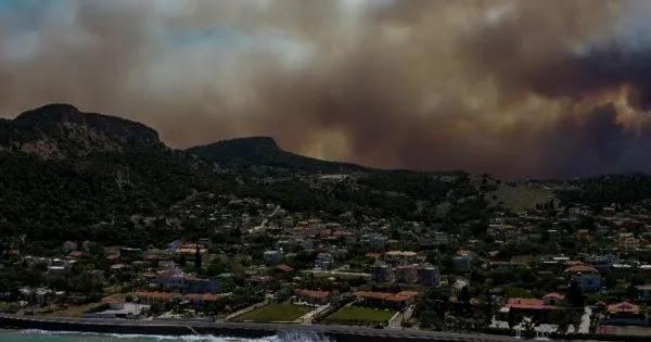 Πυροσβεστική: «Δεν ξεκίνησε από αμέλεια η πυρκαγιά» (βίντεο)