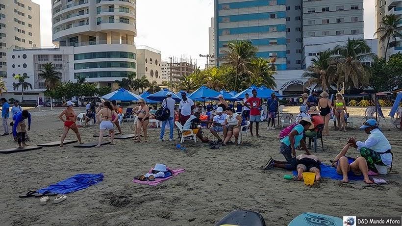 Massagem e vendedores na Praia de Bocagrande - Diário de bordo: 4 dias em Cartagena, Colômbia