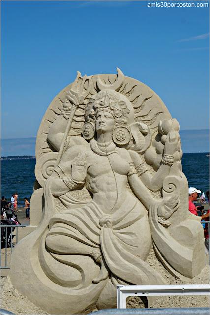 """Escultura de Arena """"Finding Shiva"""" de Sue McGrew"""