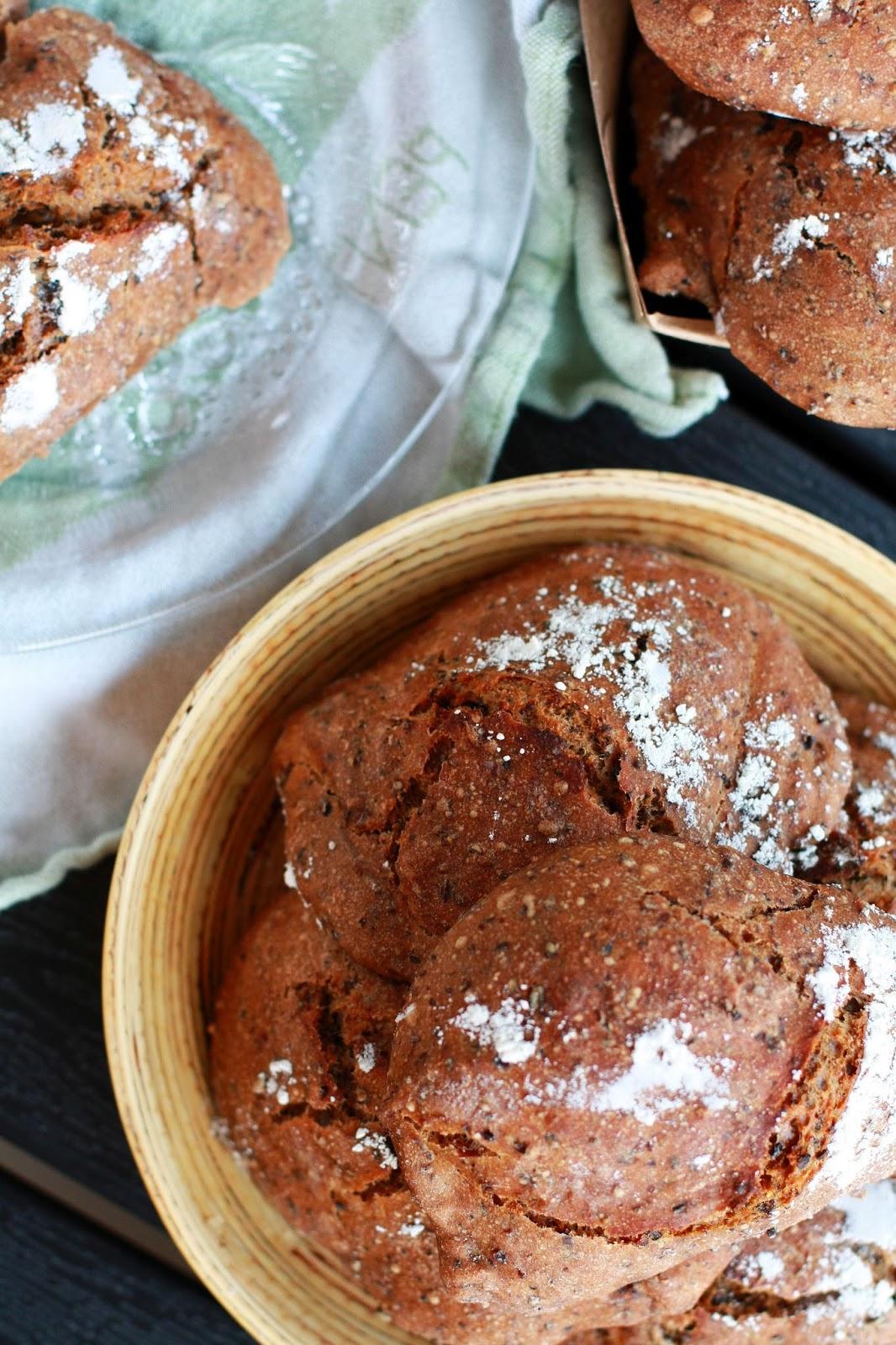 mallassämpylät hapanjuuri vehnäjuuri juurileipä juurileivonta leivonta resepti mallaspulla kaljamaltaat