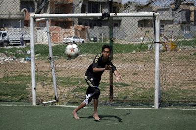 A Mossoul, l'EI parti, les footballeurs s'en donnent à coeur joie dans - ECLAIRAGE - REFLEXION a8