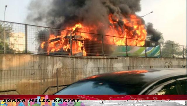 Bus Penumpang Terbakar Di Tol Jalan Lingkar Luar Barat Arah Cengkareng