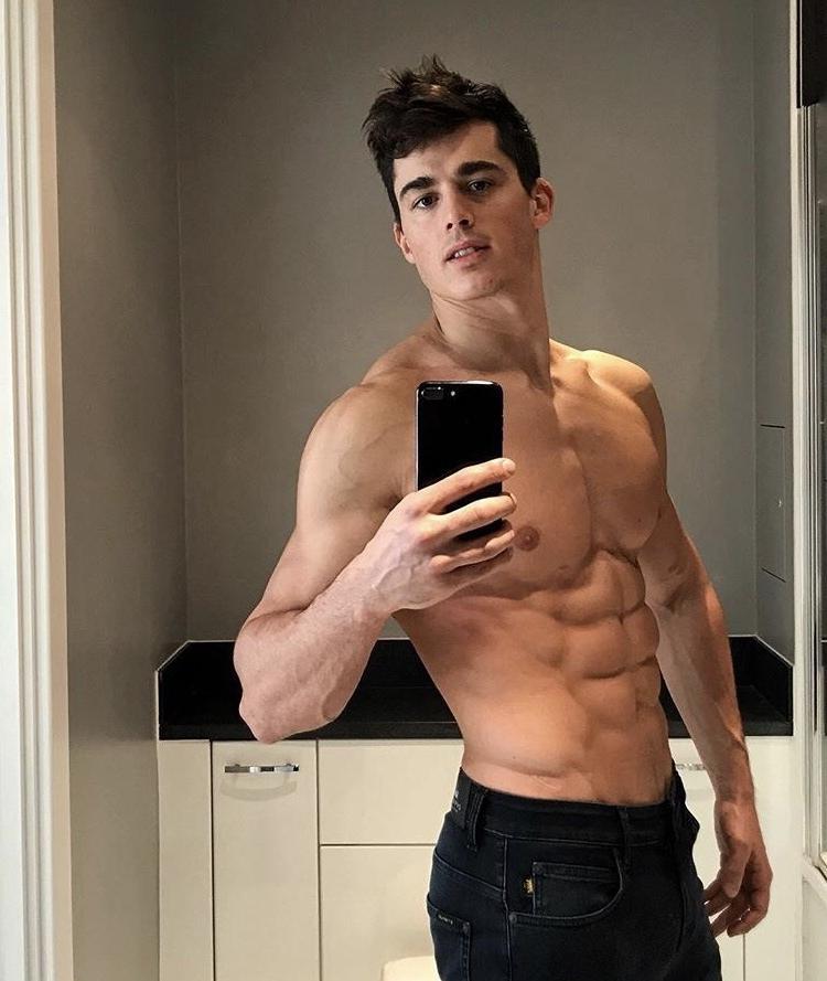 sexy-shirtless-teacher-italian-model-pietro-boselli