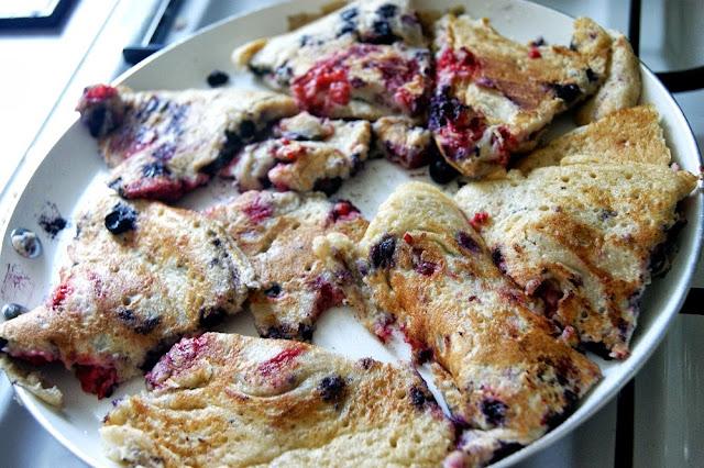 Omlet Kaiserschmarren z jagodami i malinami