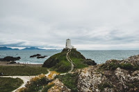 Island lighthouse - Photo by Jan Majer on Unsplash