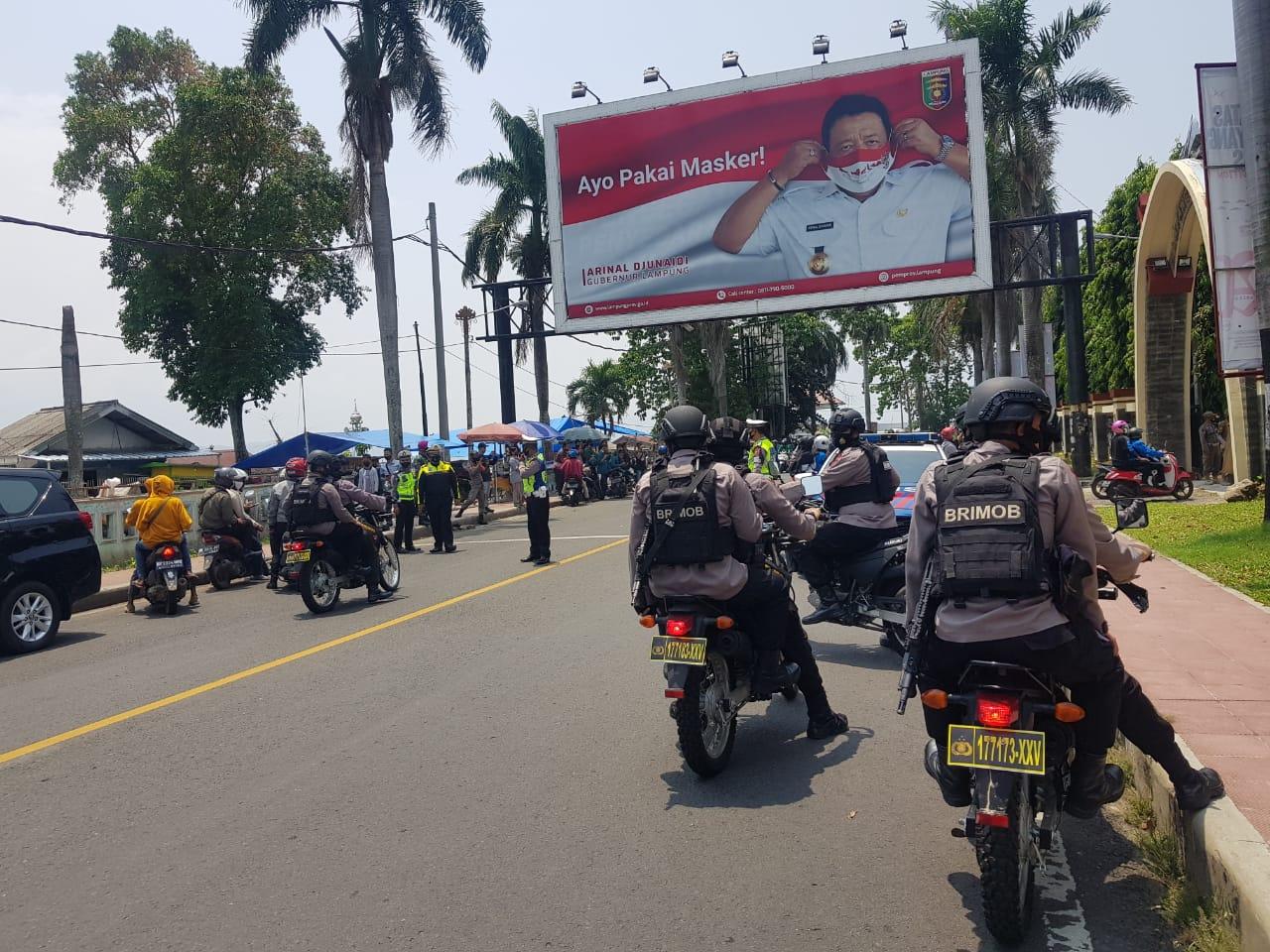 Patroli Gegana Kawal Dan Amankan Unras Di Kantor DPRD Lampung