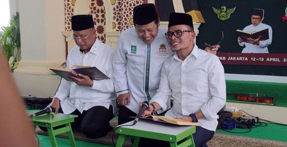Ternyata Dua Menteri PKB Ini Jago Baca Kitab Kuning