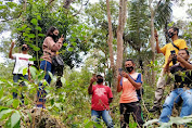 Cerita di Desa Ansolok Landak: Sulitnya Akses Internet, Harus Turun Gunung Untuk Menginput Data