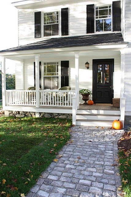 Characteristics of a Modern Farmhouse Exterior (Image via For the love of a House) #farmhouse #modernfarmhouse #farmhouseexterior #andersonandgrant