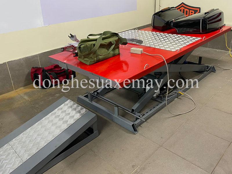 bàn nâng xe mô tô phân khối lớn