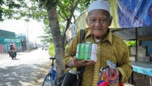 Tempuh Puluhan Kilometer Dengan Berjalan Kaki, Kakek Penjual Tasbih Ini Berharap Bisa Naik Haji