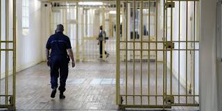 "Promenades ""indignes"" : la justice envoie quatre magistrats à la prison de Fresnes"