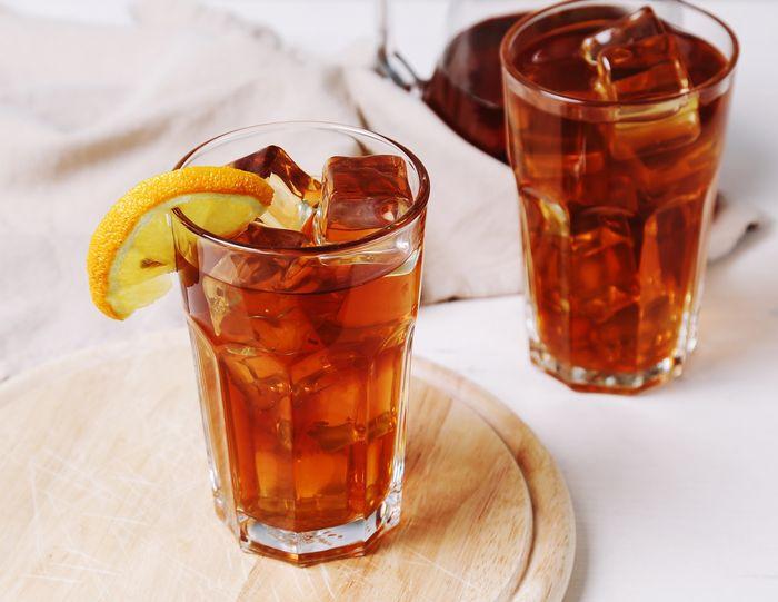 Rasanya yang nikmat dan menyegarkan menjadi alasan es teh manis dipilih sebagai menu berbuka puasa yang praktis. Namun ternyata, hidangan ini tidak disarankan untuk dikonsumsi saat berbuka puasa. freepik.com