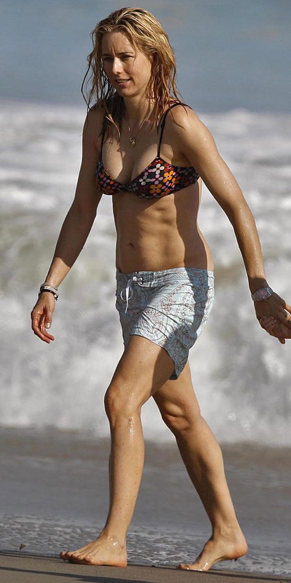 Tea Leoni Hot Cleavage in Bikini ~ Hot Actress Sexy Pics