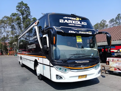 Foto Bus New Shantika 5 Five