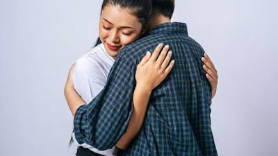 7 Alasan Sah Mengapa Anda Harus Lebih Sering Berpelukan Dengan Pasangan