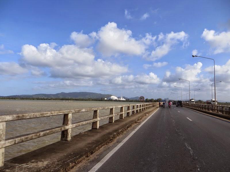 Мост и облака