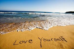 Ако обичаш себе си, не значи, че си болен от нарцисизъм.