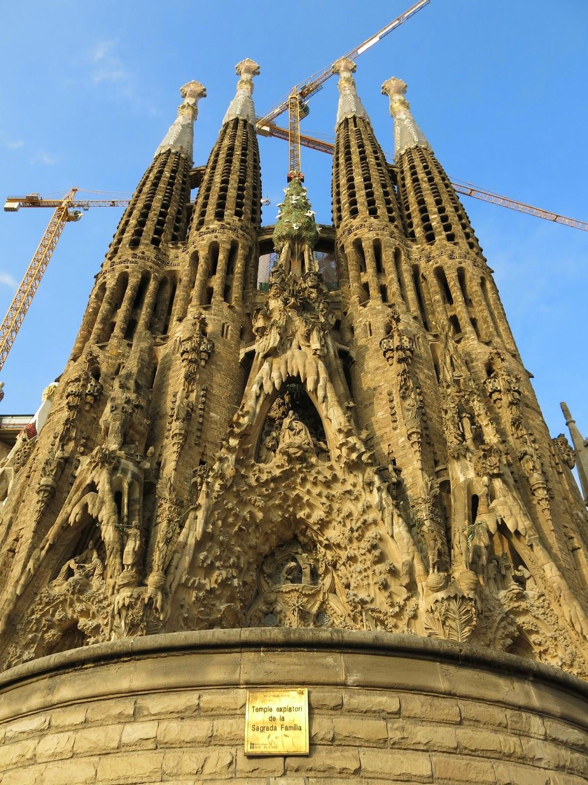 para entender un poco mejor la obra de la sagrada familia primero creo que debemos centrarnos un poco en la historia de su arquitecto aunque no fue gaud