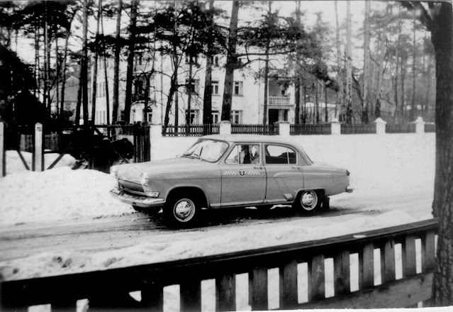 Весна 1966-1967 года. Рига. Межапарк. Во дворе дома № 24 по проспекту Friča Deglava (ныне Visbijas prospekts)