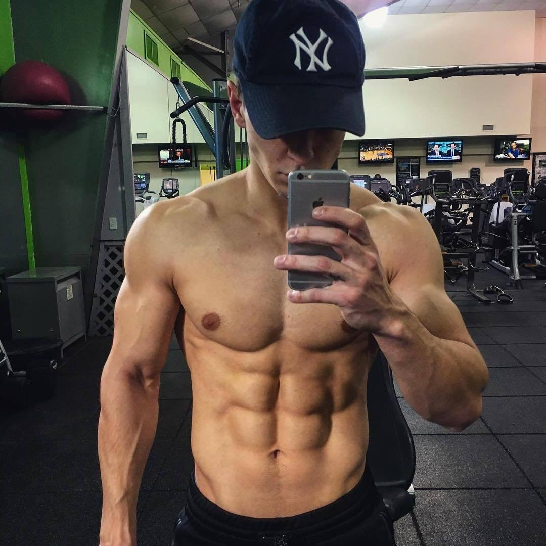 hot-guys-abs-shirtless-gym-selfie-straight-anonymous-hunk