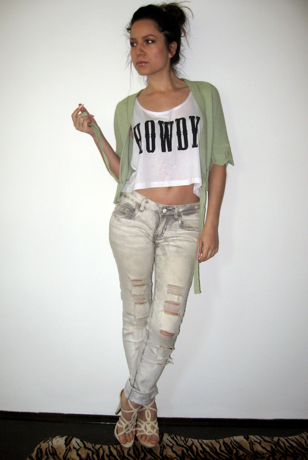 new yorker white crop top, acid wash ripped jeans, beige sandals, zara green cropped cardigan, messy bun, OOTD