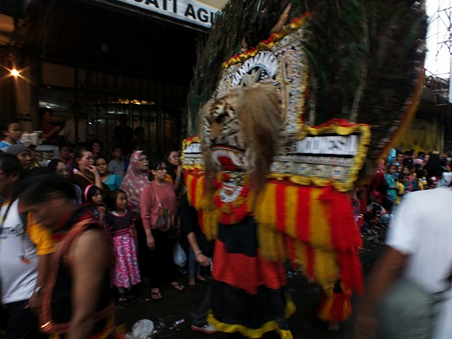 atraksi kesenian di pawai cgm bogor street festival 2016