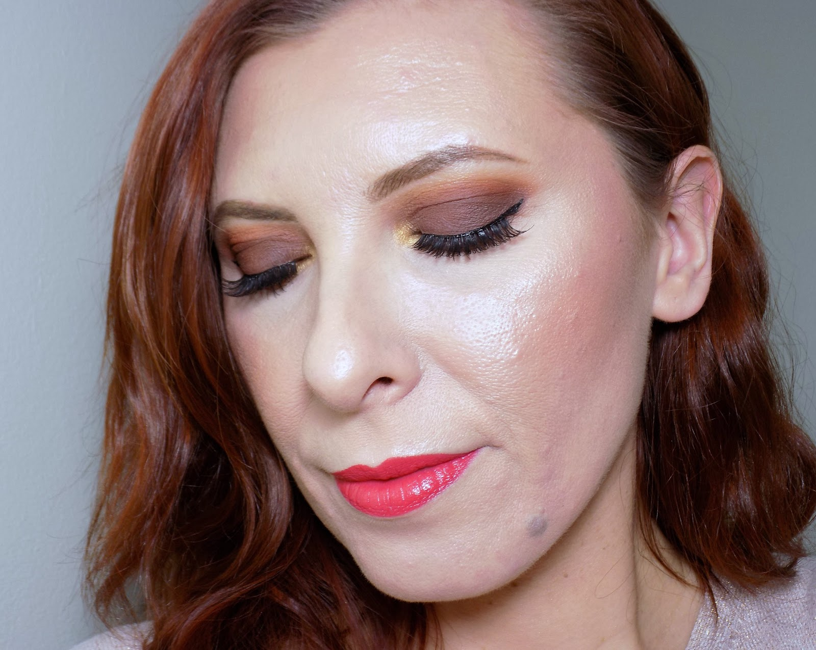 Makeup look: smokey matte brown eyes and bright coral lips