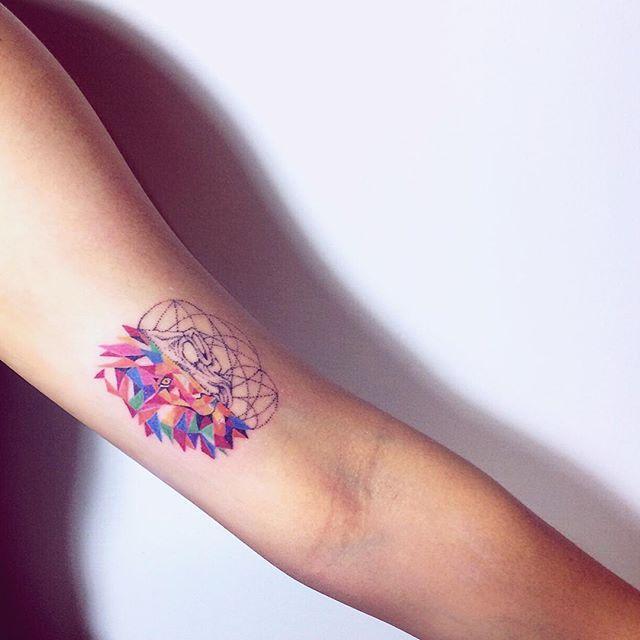 tatuagens de leão para homens e mulheres